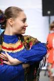 O desempenho dos músicos e dos dançarinos do conjunto nacional Sudarushka do cossaco do russo Fotografia de Stock