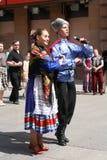 O desempenho dos músicos e dos dançarinos do conjunto nacional Sudarushka do cossaco do russo Foto de Stock Royalty Free