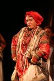 O desempenho na fase do cantor popular nacional do babkina do nadezhda das músicas do russo e da música do russo do teatro Imagens de Stock Royalty Free