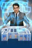 O desenhista que trabalha no projeto futurista do apartamento 3d Fotografia de Stock