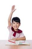 O desenho chinês pequeno asiático da menina com cor escreve Imagem de Stock Royalty Free