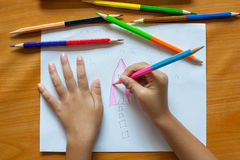 O desenho e a pintura das crianças Fotografia de Stock Royalty Free