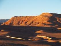 O deserto e a escala de MONTANHAS alta do ATLAS ajardinam em Marrocos central Fotografia de Stock
