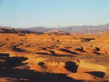 O deserto e a escala de MONTANHAS alta do ATLAS ajardinam em Marrocos central Imagens de Stock
