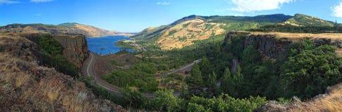 O desfiladeiro do Rio Columbia visto de Rowena Crest fotos de stock