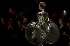 O desfile de moda Pierre Cardin na semana de moda de Moscou com amor para o Queda-inverno 2016/2017 de Rússia Foto de Stock Royalty Free