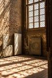 O design de interiores da luz solar irradia a igreja do ambiente Imagens de Stock