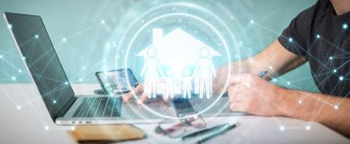 O designer gráfico que usa a aplicação 3D do seguro do cuidado da família arranca Imagens de Stock