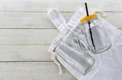 O desperdício zero usa o conceito menos plástico/a compra plástica livre sacos de vidro do algodão do eco do peixe-agulha imagens de stock