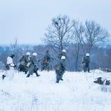 O destacamento de soldados armados está atacando Fotografia de Stock Royalty Free