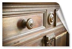 O detalhe de um botão velho girou - mobília velha de Toscânia - Itália de madeira, século XIX - onda e imagem do conceito de proj imagens de stock