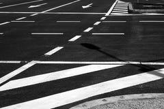 O detalhe de um tráfego alinha no asfalto foto de stock royalty free