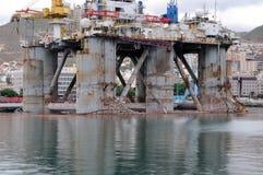 O detalhe de uma plataforma petrolífera velha, em Santa Cruz de Tenerife, canário é Fotos de Stock Royalty Free