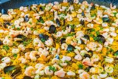 O detalhe do prato espanhol famoso chamou Paella feito com arroz v Imagens de Stock