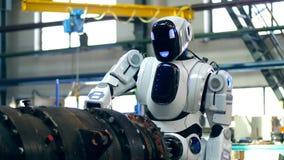 O detalhe industrial do metal está sendo furado por um robô video estoque