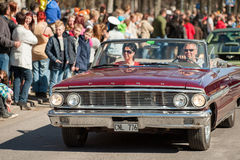 O dia clássico da parada do carro em maio comemora a mola na Suécia Foto de Stock