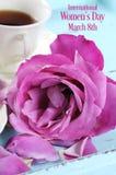 O dia das mulheres aumentou com o copo do chá Imagem de Stock Royalty Free