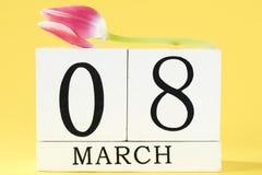 O dia das mulheres com flor da tulipa Fotos de Stock