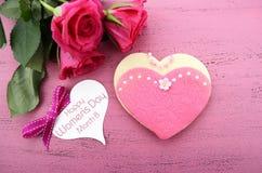 O dia das mulheres internacionais, o 8 de março, cookie da forma do coração Imagens de Stock Royalty Free