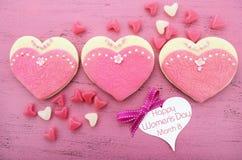 O dia das mulheres internacionais, o 8 de março, cookies da forma do coração Fotos de Stock