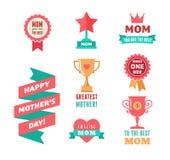 O dia de mãe feliz, as fitas, o troféu e os elementos do coração Imagem de Stock