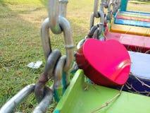 O dia de Valentim feliz do coração em terras do jogo Fotografia de Stock Royalty Free
