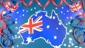 O dia feliz de Austrália em cima encontrou-se horizontalmente com flâmulas e bandeira do partido foto de stock royalty free