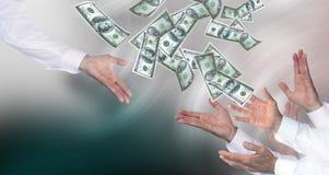 O dinheiro afiança para fora imagens de stock royalty free