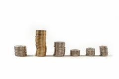 O dinheiro da moeda nas pilhas isolou-se Imagem de Stock