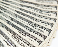 O dinheiro espalhou para fora como um fã na tabela. Fotografia de Stock