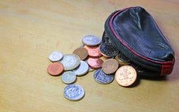 O dinheiro ou o dinheiro derramaram a bolsa Imagem de Stock