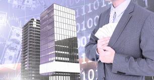 O dinheiro pocketing do homem de negócios e as construções altas com código binário escalam o fundo Fotografia de Stock Royalty Free