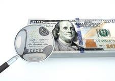 o dinheiro rendido 3D do Estados Unidos com a lente de aumento investiga a moeda isolada no fundo branco ilustração stock
