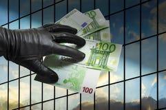 O dinheiro rouba a segurança da finança Fotografia de Stock