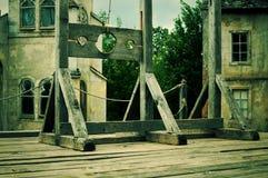 O dispositivo de madeira velho para torturas fotografia de stock