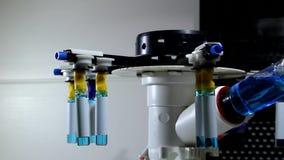 O dispositivo médico gerencie tubos de ensaio com subministros médicos líquidos video estoque