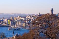 O distrito da torre e do Karakoy de Galata fotografia de stock royalty free