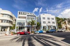 O distrito de Art Deco em Miami e em um carro oldsmobile clássico Imagem de Stock