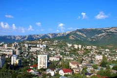 O distrito de Yalta é ficado situado na montanha Imagens de Stock Royalty Free