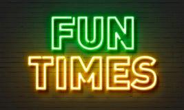 O divertimento cronometra o sinal de néon no fundo da parede de tijolo Fotografia de Stock