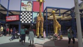 O divertimento e o entretenimento na imaginação do território de Legoland em parques e em recursos de Dubai armazenam o vídeo da  video estoque