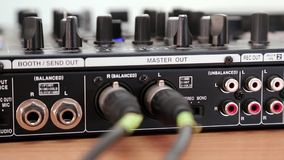 O DJ consola os soquetes vídeos de arquivo