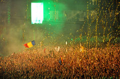 O DJ executa um espetáculo ao vivo na fase Fotografia de Stock Royalty Free