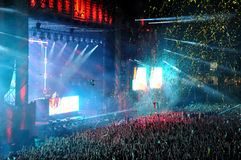 O DJ executa um espetáculo ao vivo na fase Imagem de Stock Royalty Free