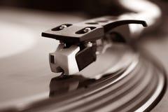 O DJ grava a plataforma giratória Imagens de Stock Royalty Free