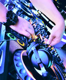 O DJ mistura a trilha fotos de stock