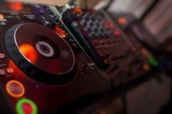 O DJ mistura a trilha fotos de stock royalty free