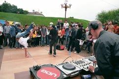 O DJ para o fader a placa. Fotos de Stock