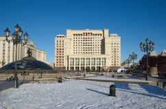 O ` do hotel ` de quatro estações e a construção da duma de estado, Moscou, Rússia fotos de stock