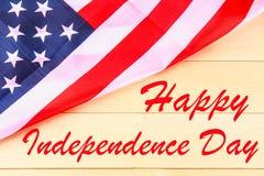 4o do texto feliz do Dia da Independência de julho na bandeira do Estados Unidos da América Imagens de Stock